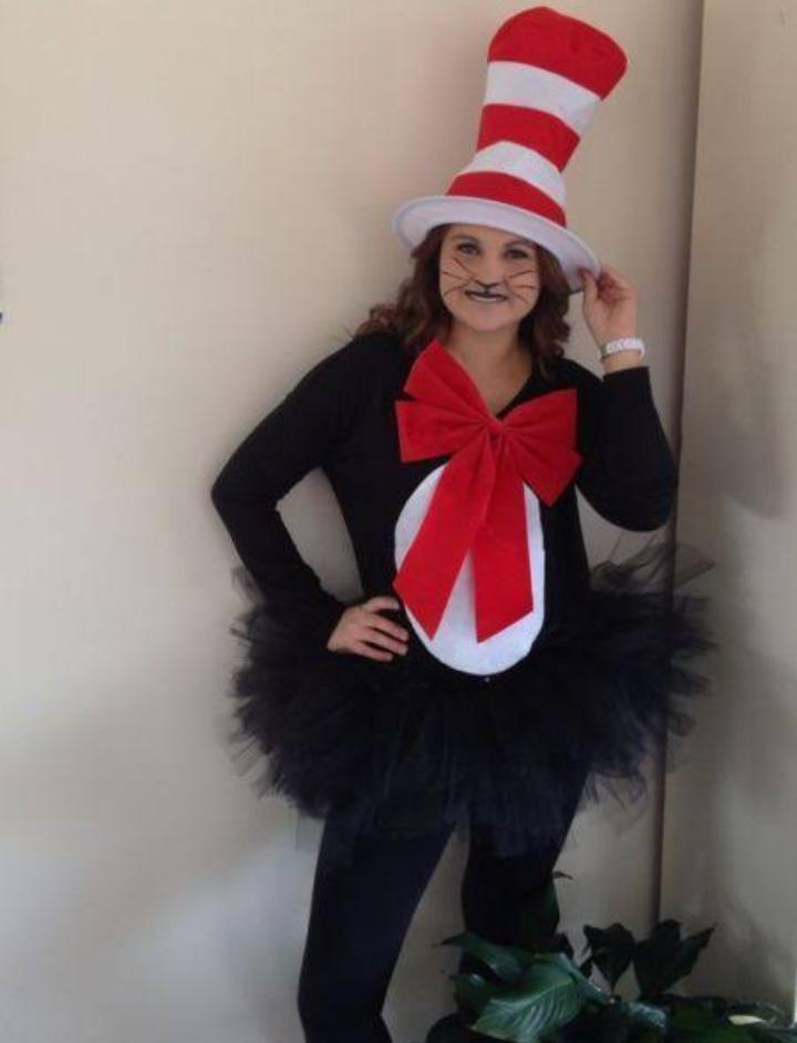 Best cat in hat makeup on this Halloween